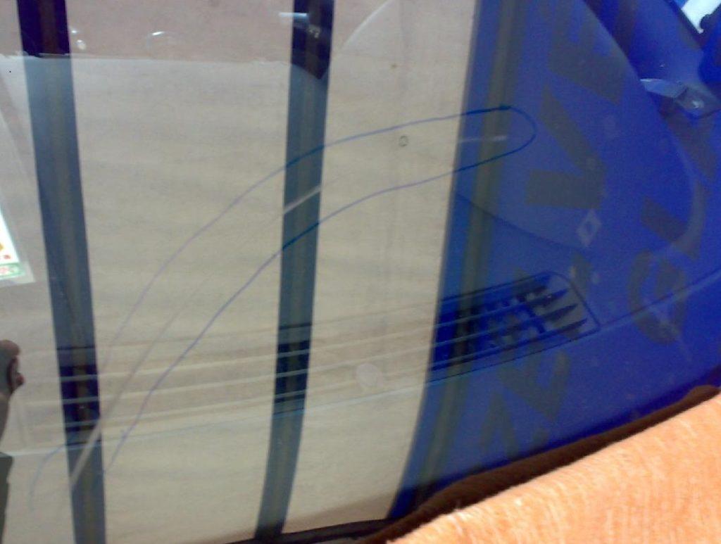 царапина на стекле