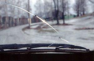 Особенности ремонта сколов на лобовом стекле